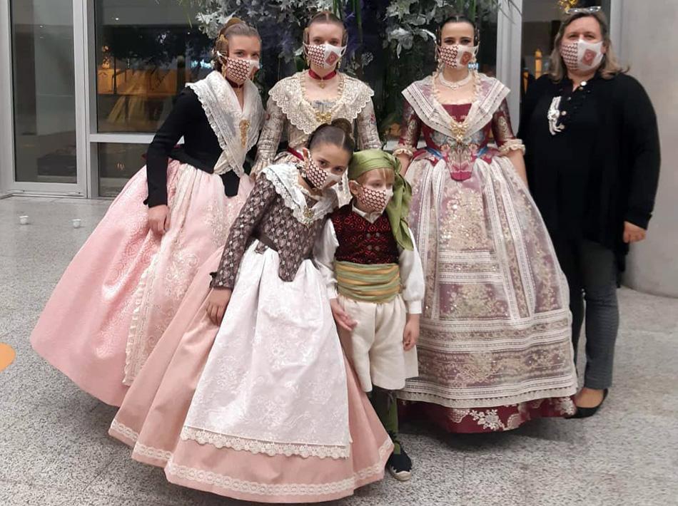 desfile indumentaria valenciana